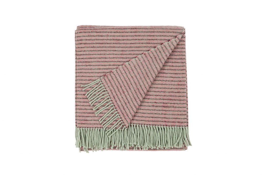 vandorstudio_reflect_wool_blanket_rose_color_folded_white_background_slideshow