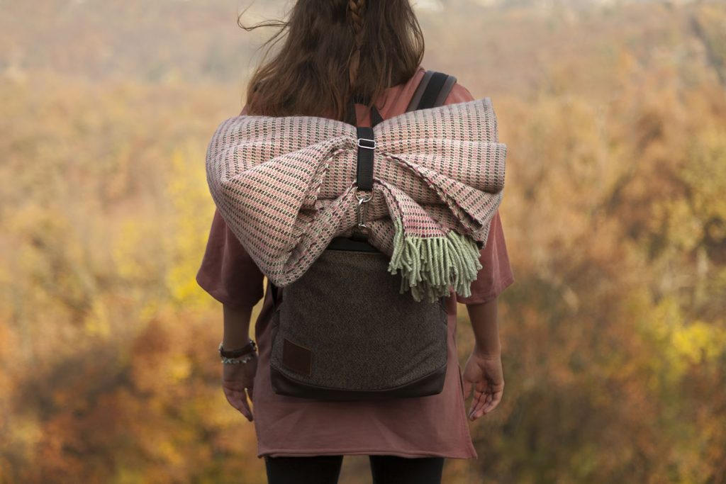 vandorstudio_reflect_wool_blanket_rose_color_hiking