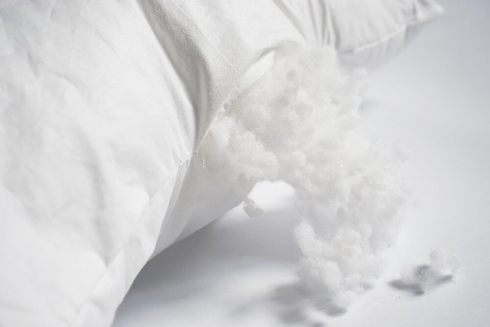 siliconized polyester fiber stuffing material of the white pillow insert