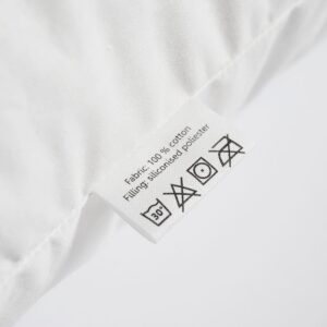 textile care label of the white pillow insert