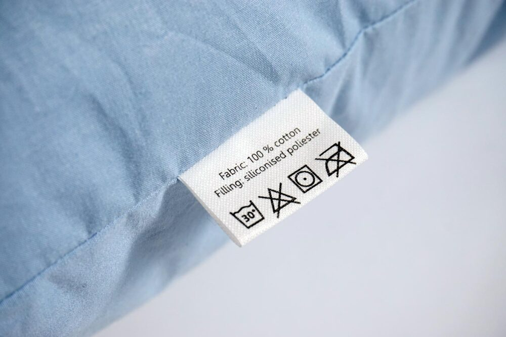 textile care label of the blue pillow insert